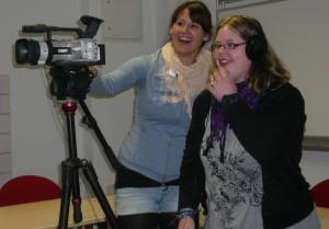 Zwei Frauen an der Kamera