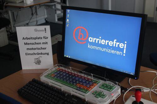 Computerarbeitsplatz für Menschen mit motorischen Einschränkungen