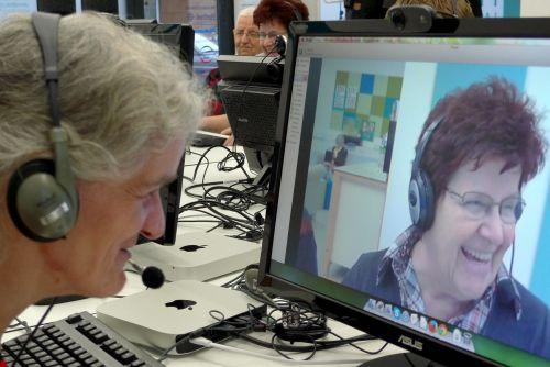 Skypen lernen mit Spaß im Computerkurs für Senior/innen von PIKSL-Laborant/innen mit Lernschwierigkeiten