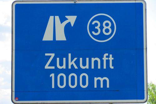 """Autobahnschild mit Beschriftung """"Zukunft 1000 Meter"""""""