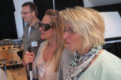 Gruppenaufgabe: Teilnehmende sind seh- und hörbehindert