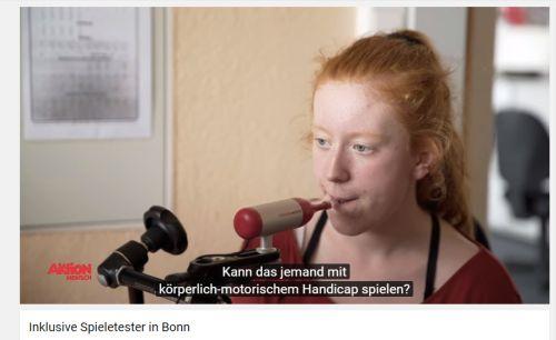 Screenshot aus dem Spot: Mädchen bedient Mundmaus