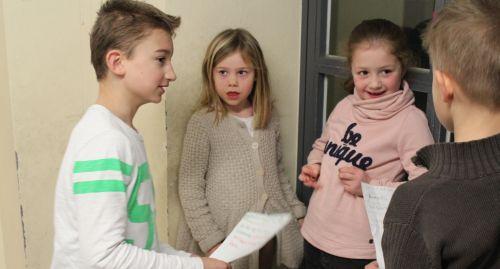 Kinder sprechen Texte vor