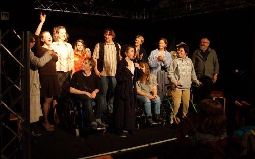 Inklusive Theatergruppe auf der Bühne