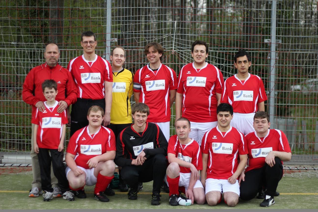 Die Fußballmannschaft vom PSV Köln - blinde und sehende Spieler in einem Team