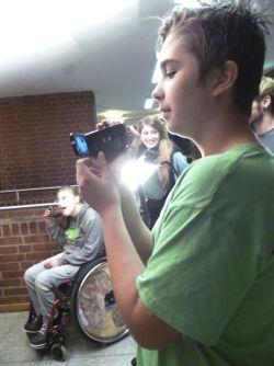 Kinder mit und ohne Behinderung drehen einen Film