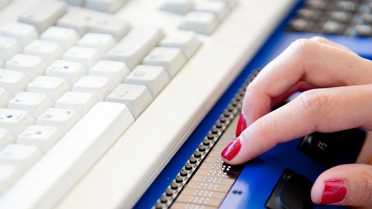 Braillezeile mit Tastatur