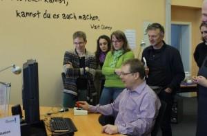 Teilnehmende testen Eingabetechnologien für Menschen mit motorischen Einschränkungen