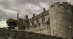Burg vor dunklen Wolken