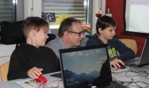 Kinder programmieren am Computer