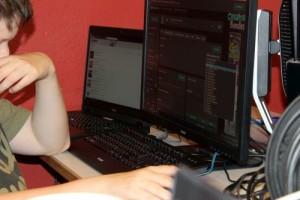Junge beim Minecraft-Server konfigurieren
