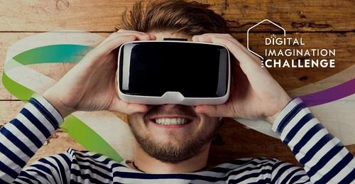 Mann schaut durch schwarze Cam. Logo des Digital Imagination Challenge