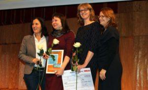 Christine Ketzer und Susanne Böhmig bei der Preisverleihung des Baacke-Preises 2015