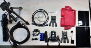 Ausrüstung für Fotoprojekt: Stativ Tablet Kamera Hülle Zubehör wie Kabel usw.