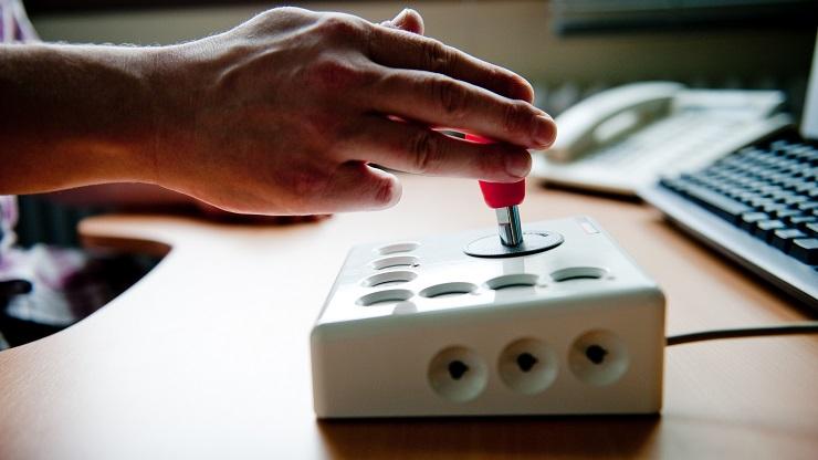 Joystick für Menschen mit motorischen Einschränkungen