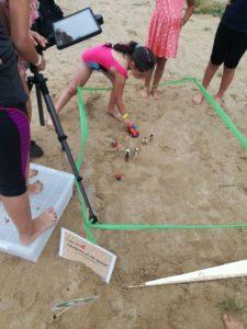 Kinder filmen am Strand mit der Stop Motion Studio App