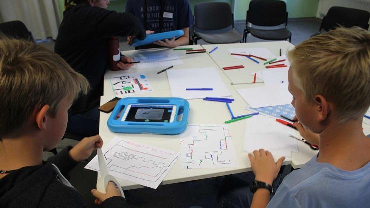 Kinder erstellen aus eigenen Zeichnungen Jump'n'Run-Level mit Draw Your Game