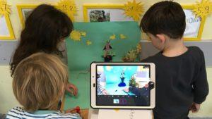 Kinder erstellen Trickfilm mit selbstgebasteten Requisiten und Stop Motion App