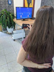 Computerspiel mit nur einer Hand spielen