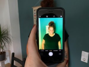 Farbfiltereffekt auf Foto durch Tesafilm mit Textmarkerr