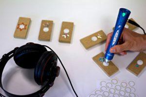 Holzbausteine mit privaten Daten vertont und via Anybook Audiostift anhörbar