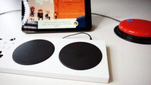Assistive Controller, Taster und iPad mit dem Computerspiel The Unstoppables
