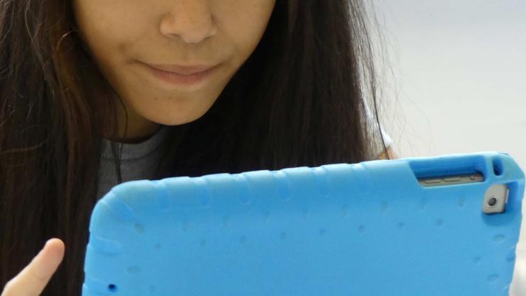 Mädchen mit iPad